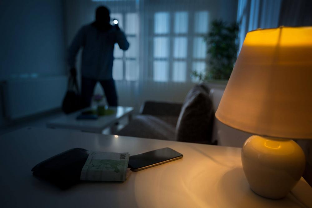 Mit tegyél, ha betörőt érzékelsz a házadban?