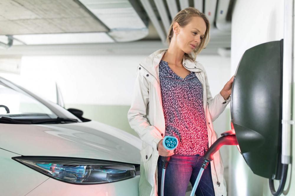 Megéri villanyautót vásárolni? Mi a helyzet a biztosításával?